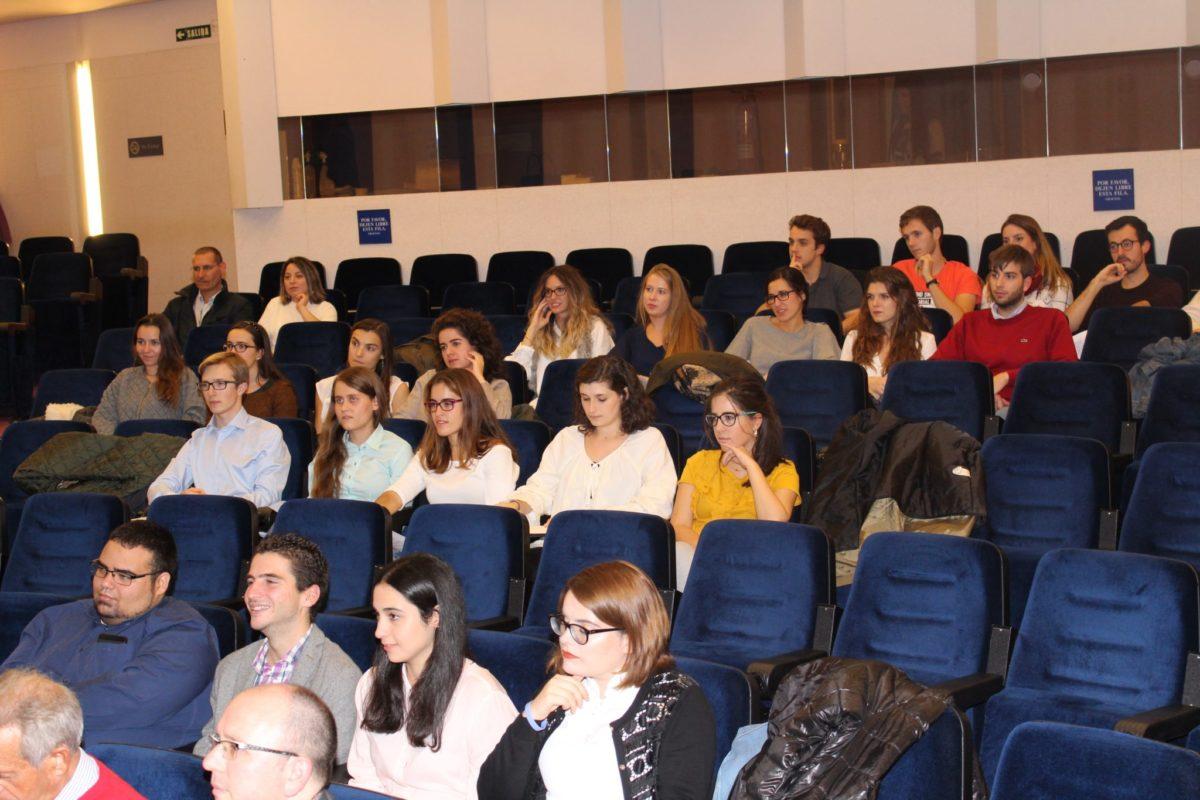 Recepción a los alumnos de Medicina en el Colegio de Médicos de Navarra