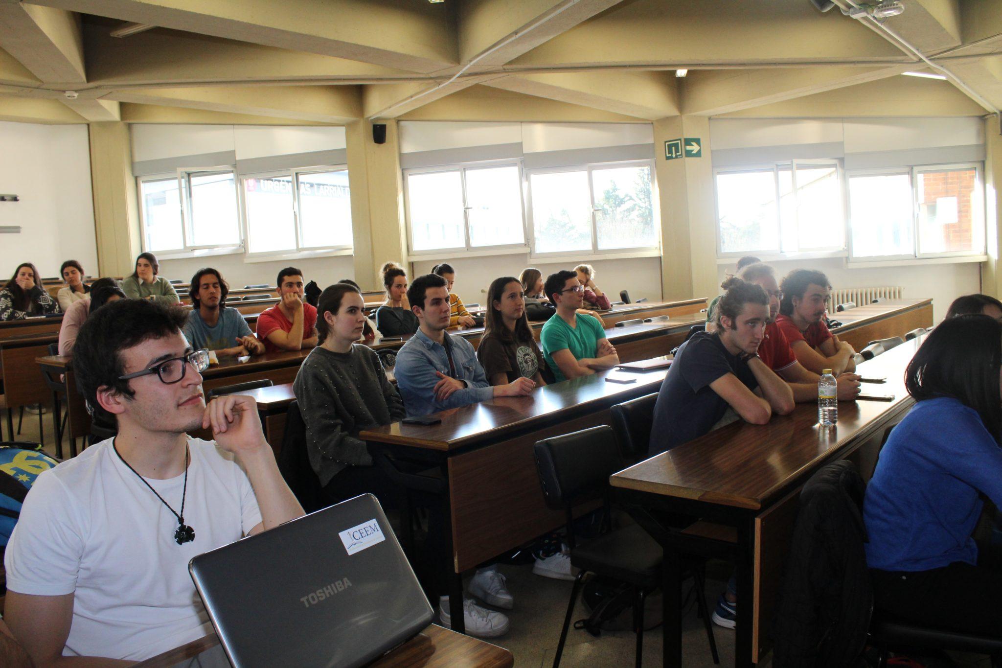 El Colegio de Médicos y la Facultad de Medicina inician charlas informativas sobre especialidades, dirigidas a estudiantes de segundo ciclo.