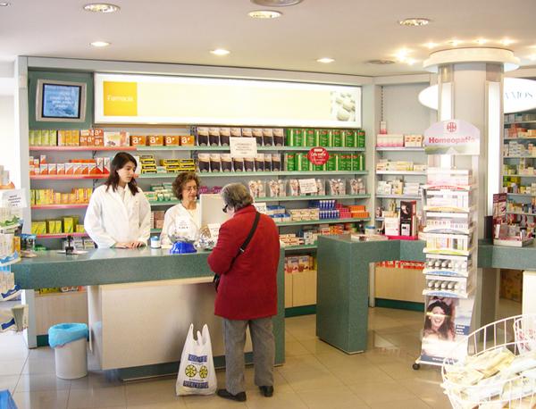 La Organización Médica Colegial (OMC) ha reclamado al Ministerio de Sanidad que impida que la homeopatía se venda en oficinas de farmacia.