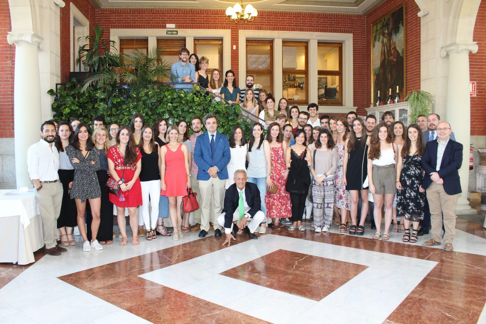 Bienvenida a los nuevos médicos internos residentes en el Colegio
