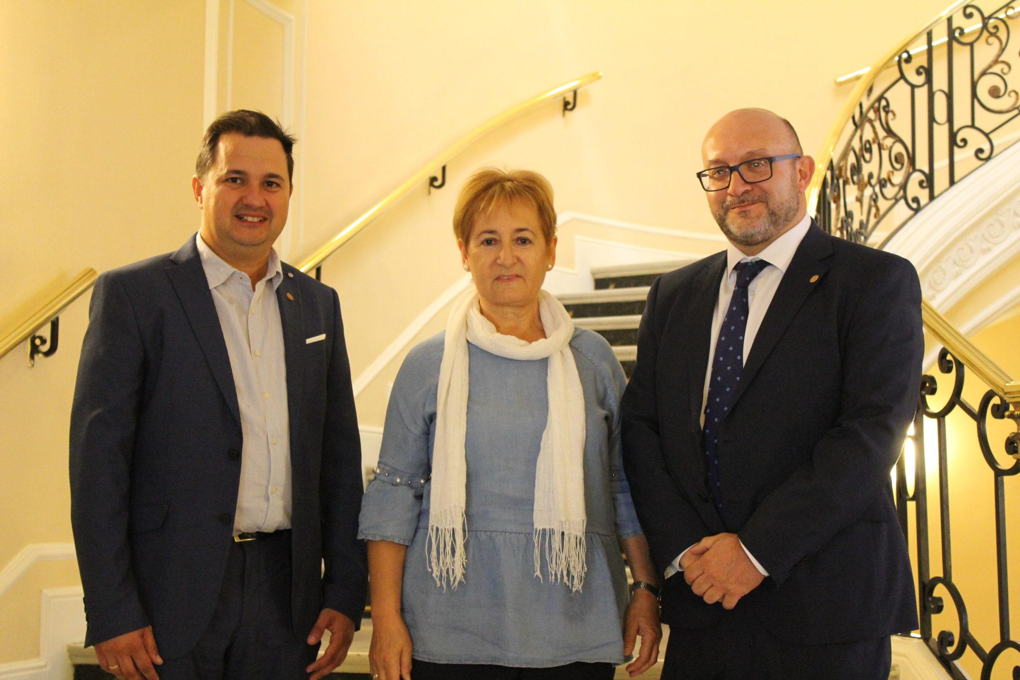SEMG Navarra homenajea a la Dra. Uhalte durante la celebración de su tercer encuentro autonómico.