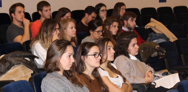 Jueves, 18 de octubre, recepción a los alumnos de Segundo Ciclo de Medicina y I Certamen de Casos Clínicos Ético-Deontológicos en el Colegio.
