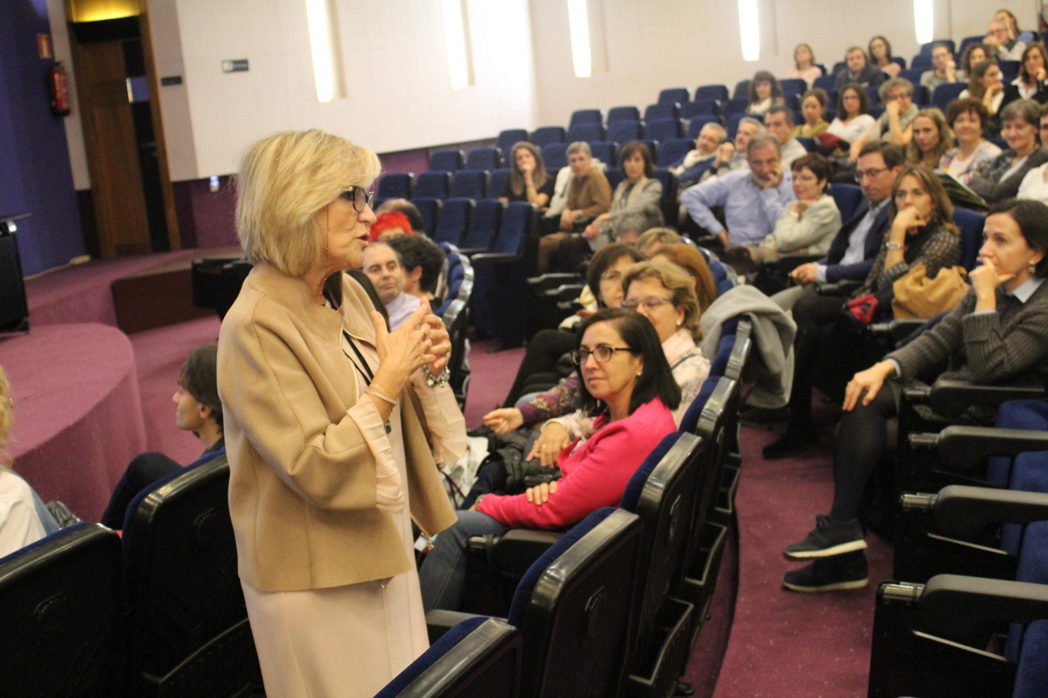 La Dra. Verónica Casado, reconocida como la mejor médica de familia del mundo, en el Colegio de Médicos de Navarra.
