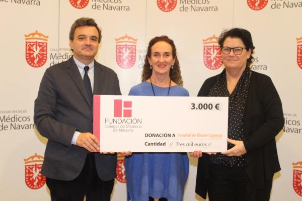 """Entrega de 3.000 euros a la ONG AMBALA, recaudados en el concierto solidario """"Músicas del Mundo-Médico Cooperante""""."""