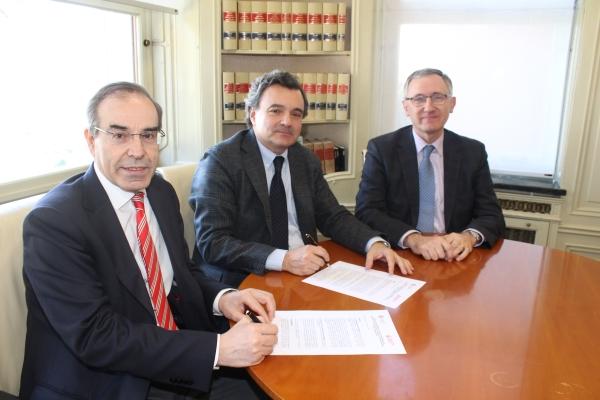 RECUERDA: Los médicos colegiados pueden acceder a los fondos bibliográficos y recursos informáticos de la Biblioteca de la Universidad de Navarra.