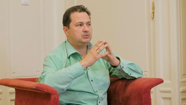 Píldora para la Salud sobre VACUNAS EN EL ADULTO con el Dr. Manuel Mozota, presidente de SEGM-Navarra.