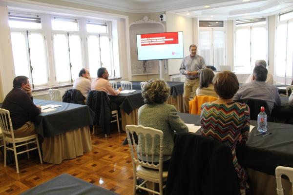 Comienza el curso-taller sobre diseño y presentación de proyectos para dirigir unidades clínicas y asistenciales en el Colegio.