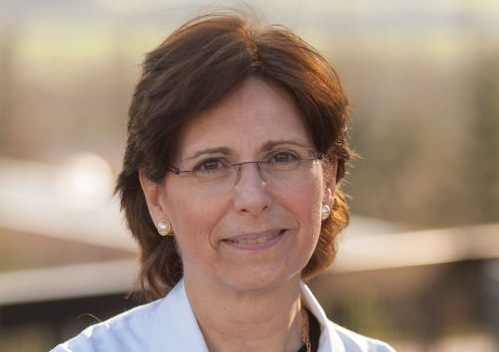 """Entrevista a la Dra. Pilar León: """"El estudio y la formación ética son parte importante del quehacer profesional""""."""