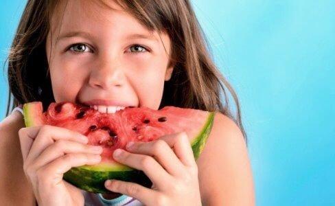 La SEMG insiste en la importancia de la alimentación como vía de hidratación en verano.