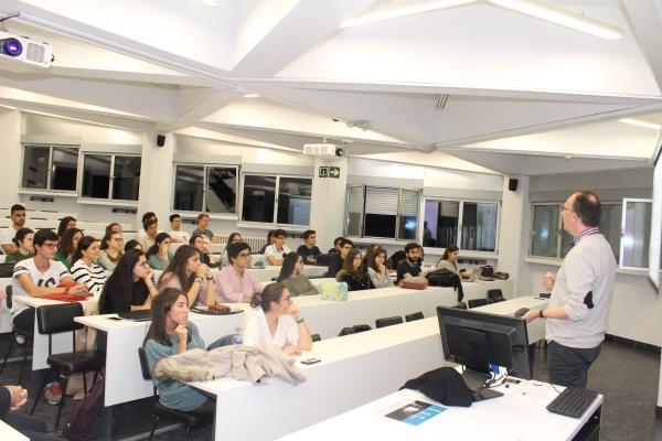 ¿Qué es la Medicina Interna? ¿La elijo? Una sesión informativa, organizada por el Colegio de Médicos, acerca la especialidad a estudiantes de Medicina.