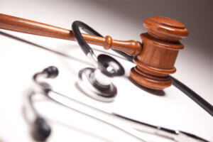 Asesoría Jurídica: Información para médicos con actividad en consulta privada sobre normativa para la apertura, ayudas y ERTES.