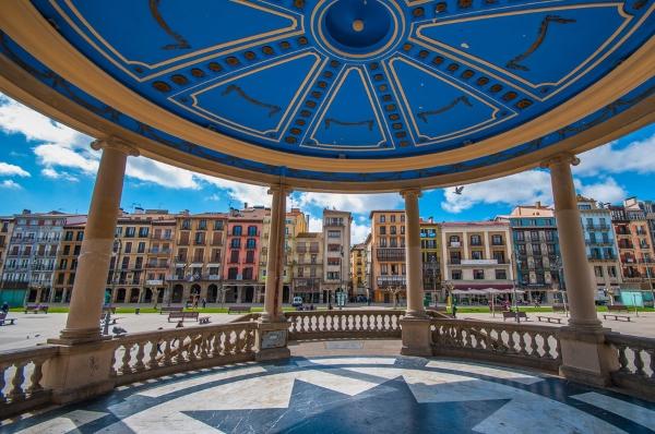 Navarra flexibiliza las restricciones en la fase 3 para residencias, guarderías y hostelería.