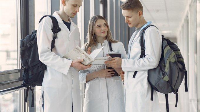 Los médicos jóvenes exigen que la crisis sanitaria no recorte la formación de los futuros especialistas.