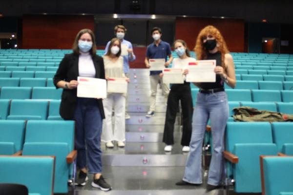 El Colegio de Médicos entrega los premios del III Certamen de Casos Clínicos Ético-Deontológicos para estudiantes de sexto de Medicina.