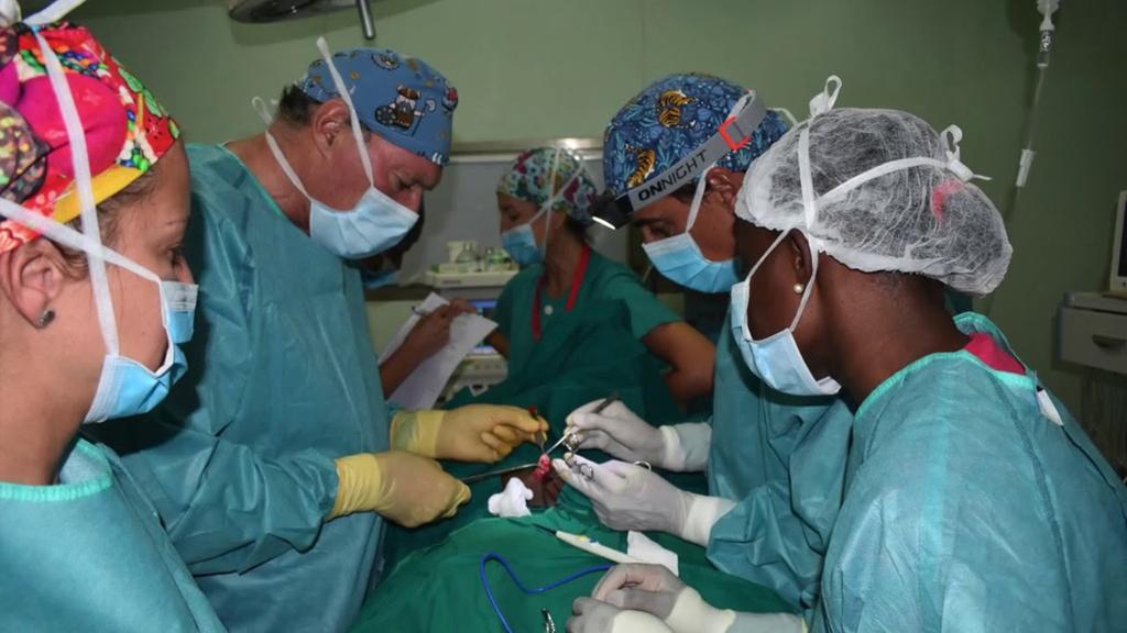 FCOMCI y la Fundación Cirugía por la Vida se unen para apoyar a los profesionales humanitarios.