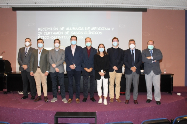 Entrega de premios del IV Certamen de Casos Clínicos Ético-Deontológicos para estudiantes.
